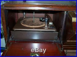Vintage RCA Victrola Cabinet Mono Golden Throat Phonograph & Radio Tube Amp